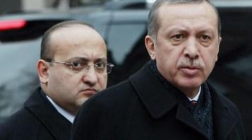 yalcin-akdogan-zir-cahil-bir-yazar-takimi-var_656407_720_400