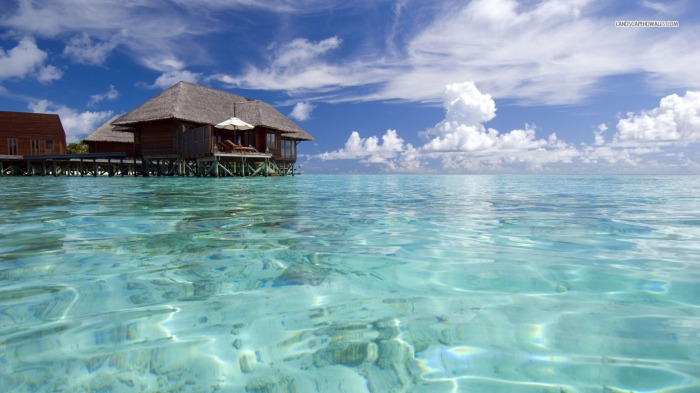 stilt-house-on-the-clear-ocean-1848-1366x768