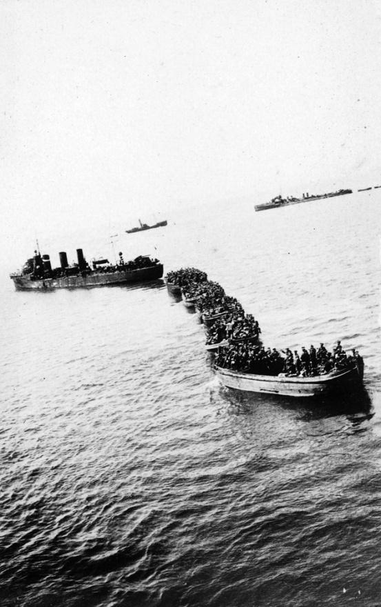 Nisan 1915 bir Destroyer Anzak koyuna doğru Avuzralyalı askerleri indiriyor