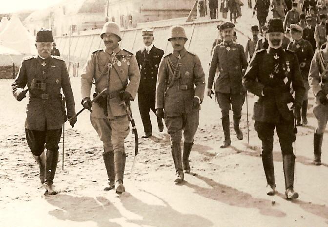 Savaş sonrası Alman İmparatoru II. Wilhelm'in Çanakkale Ziyareti (soldan sağa Esat Paşa, II. Wilhelm, Enver Paşa, Vizeadmiral Johannes Merten)